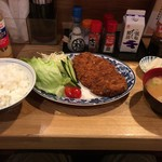 酒房・茶房 ようちゃん - 料理写真:わらじメンチカツ+ご飯
