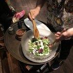 ティキティキ - シーザーサラダを混ぜ混ぜしてからの〜お皿へ
