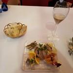 ラ・スコリエーラ - パンと本日の小皿前菜の盛り合わせ