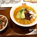 正式担担麺美食庁 四川辣麺 - 白坦+半麻婆飯セット♪