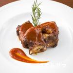 グリルアンドシーテーブル アキト - 肉の旨みが際立つ『スペアリブ』