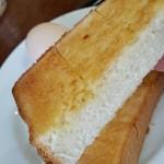 カフェ・カルディー - バタートースト、断面。