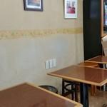 カフェ・カルディー - テーブル席。