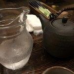 湾 - お冷やとお茶のおかわり