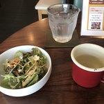 87667429 - サラダとスープ