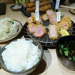 とんかつ 一頭揚げ 亀かわ - 一頭揚げ亀かわ定食     ¥2200