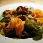 タダシ - 木の子とベーコンの温かいサラダ