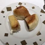 ダロワイヨ - ケーキブッフェで食べたパン。