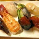 地魚握り とっつぁん寿司 - にぎり8貫盛(990円)