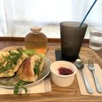 ヨムパン - 料理写真:自家製じゃがいもフォカッチャサンドねモーニング(2018.6.16)