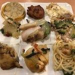 自然食ブッフェ姫蛍 - 辛子蓮根や薩摩揚げ、皿うどんにゴーやチャンプルなど、いろいろ取っちゃいました~