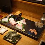 大塚 みや穂 - 料理写真:厳選 鮮魚 盛り合わせ(ウニ入り)