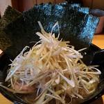 絶の味 - 料理写真:ねぎらーめん750円+海苔増し50円
