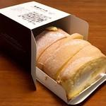 パティスリーモンシェール ファクトリーショップ - 料理写真:ハートをつなぐロール