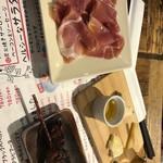 87677912 - チーズと生ハムと鰻肝串