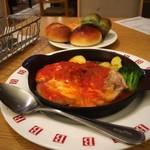 バケット - グリルチキンのトマトクリームフォンデュ+パン食べ放題