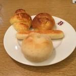 バケット - 食べ放題のパン。シュガーロール、明太マヨスティック、ミニクロワッサン、シナモンパインロール