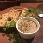 フジマル食堂 - 白レバーペーストのクロスティーニ トリュフ風味