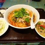 87680928 - トムヤムクン ラーメン+ミニグリーンカレー丼