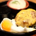 87681265 - 国産牛100%ハンバーグ(150g)+チェダーチーズ+目玉焼き 1260円