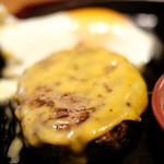 87681291 - 国産牛100%ハンバーグ(150g)+チェダーチーズ+目玉焼き 1260円