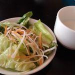 ビストロ ハーベスト - サラダ、白いスープ