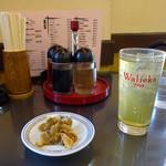 中華料理 昇龍 - 料理写真:コウバシ茶ハイ と お通しのザーサイ