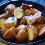 クッチーナカフェ オリーヴァ - カリッと揚げたローズマリーポテト アンチョビクリームソース