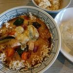 らっきょ大サーカス - ゴーダチーズと厚切ベーコンのおこげスープカレー(1200円)