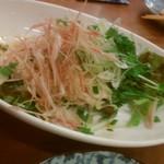 まだんばし家 - 蒸し鶏とねぎとみょうがの薬味サラダ 700円