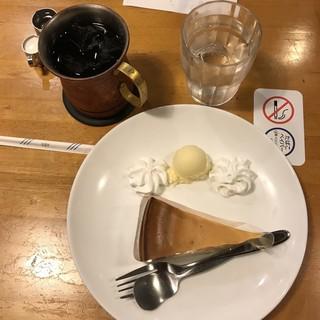 漫画文庫 FC東大宮店 - ケーキセット。 税込700円。 美味し。