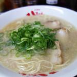 太宰府八ちゃんラーメン - 基本の豚骨ラーメンは650円です。替玉は150円。