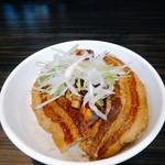 元祖一条流 がんこ総本家 - 200円の普通盛りライスを悪魔肉飯にしてもらう。味噌味もしたかな、豚バラとシャキシャキ葱を載せてくれた。