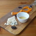 ビストロ イヴローニュ - チーズ2種盛り合わせ