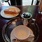 宮越屋珈琲 - ブロンディとポットに入ったコーヒー