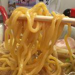 麺屋大河 - 麺は中太のちぢれタイプ