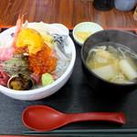 徳田屋食堂 - 料理写真:特盛ごうか海鮮丼1300円&ねぎま汁100円(あら汁からの変更代)