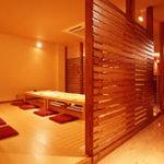 肴蔵 - くつろぐという感覚を引き出す空間。日本人にはやはり和のココロが似合います。各お座敷は全て個室となっております。