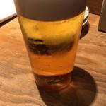 北浜 やきとり うえ田 - 薄張グラスに満点の注ぎで素晴らしい