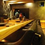 六本木 きわみ鶏 - お寿司屋さんのような贅沢な広さのあるカウンターのみの焼き鳥屋さん