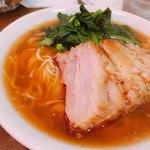 87707863 - 豚ばらそば 850 円(税込み)                       スープもお肉も美味しいですよ。全然重くありません。