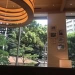 café 1886 at Bosch - 店内から裏手の眺め