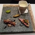 ビストロ アギャット - アミューズ(パテドカンパーニュ、コーンスープ、牛肉)