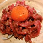 焼肉ホルモンブンゴ - 炙りユッケ(霜降り)