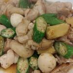 ラーメン哲史 - 若鶏とオクラの炒め物
