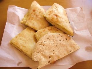 プルニマ - Bランチ:チーズナン、パパド