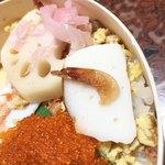 祇園 - 酢飯に混ぜ込んでいる、桜海老