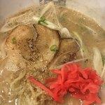 87720958 - ゴマ 紅生姜 など 投入                       魚介とんこつラーメン