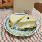 手作りちーずけーきせんもん店 やまぐち - (左)チーズ&チーズ ¥290,(右)バナナ ¥280