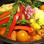 チーズタッカルビ×個室バル カルビ - 野菜たっぷりでうれしいチーズダッカルビなのだ!